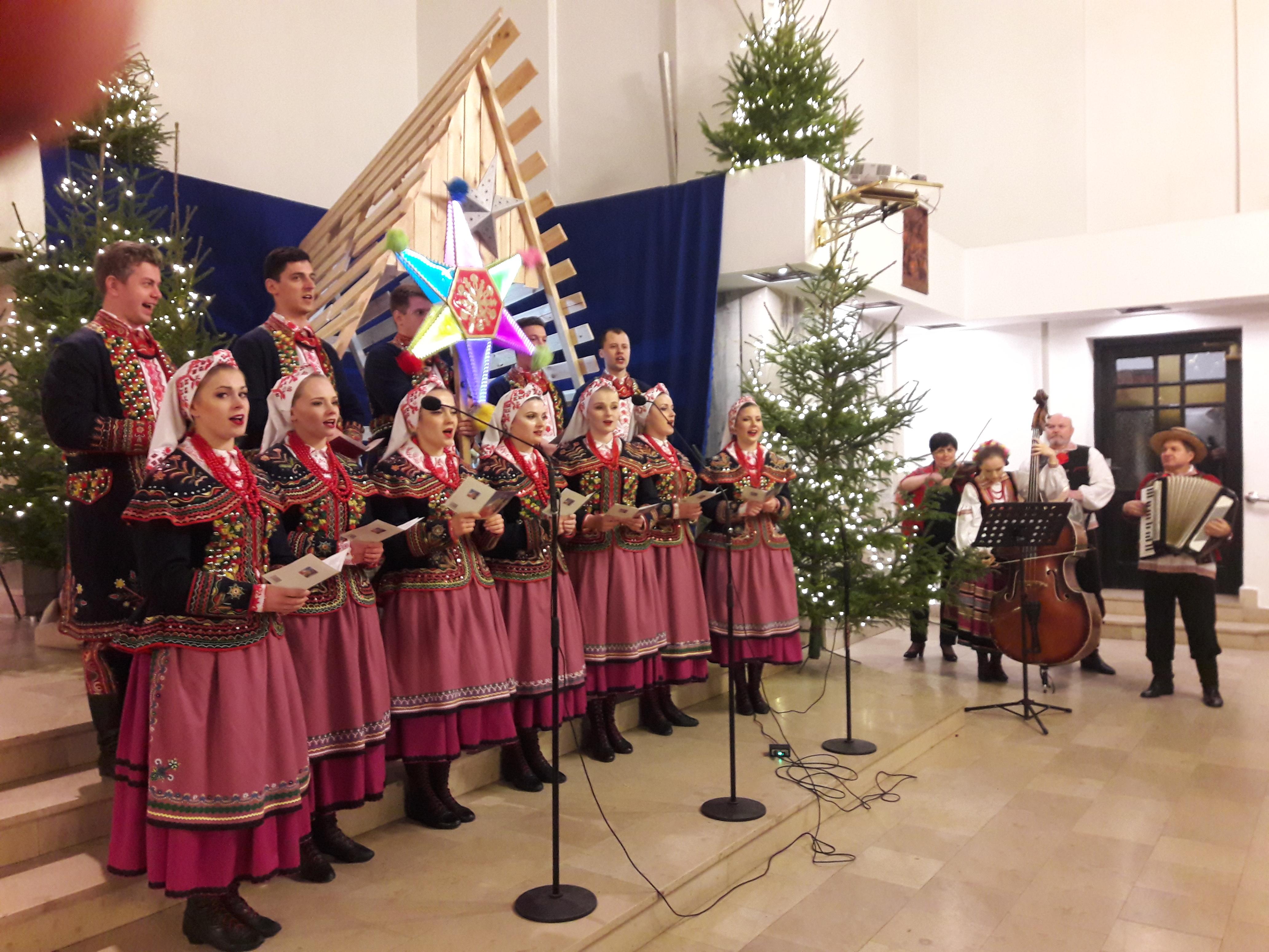 Msza Święta i spotkanie opłatkowe Rady Parafialnej, grup parafialnych i osób pomagających w roznoszeniu opłatków