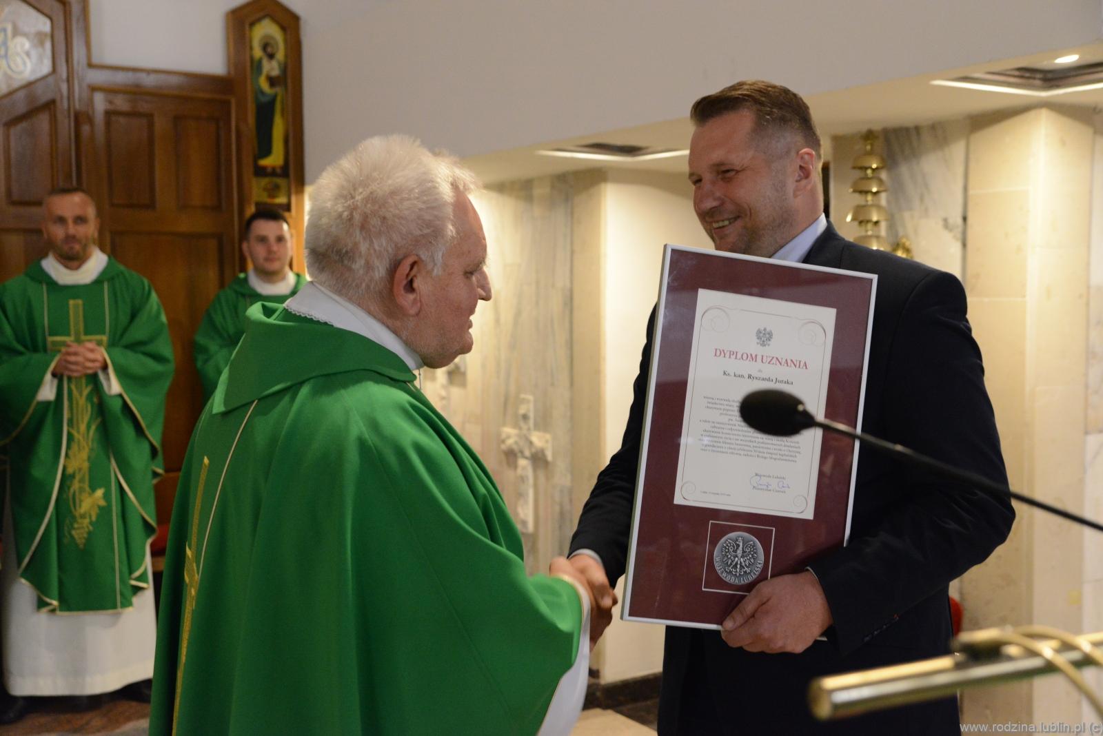 Wyróżnienie dla Ks. Kan. Ryszarda Juraka oraz zdjęcia z Apelu w Święto Podwyższenia Krzyża Świętego